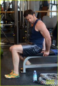 EXCLUSIVE TO INF. ALL-ROUNDER. DOUBLE SPACE RATES APPLY IN U.K. April 10, 2013: Hugh Jackman lifts some weights during an early morning workout session at the gym in New York City before heading out for a run with his dog. Mandatory Credit: Elder Ordonez/INFphoto.com Ref: infusny-160|sp|EXCLUSIVE TO INF. ALL-ROUNDER. DOUBLE SPACE RATES APPLY IN U.K.