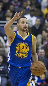 Stephen_Curry_dribbling_2016_(cropped)