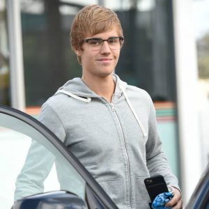 Justin Bieber goes into the gas station and gets stuck behind a slower moving patron on the way out Featuring: Justin Bieber Where: Los Angeles, California, United States When: 19 Jan 2017 Credit: WENN.com