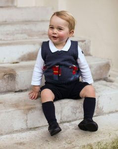 Prince-George-sits-for-his-official-Christmas-picture